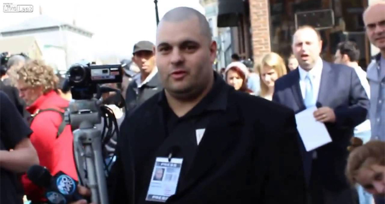 Bostonian Owns Conspiracy Theory Reporter from Alex Jones' InfoWars – Video