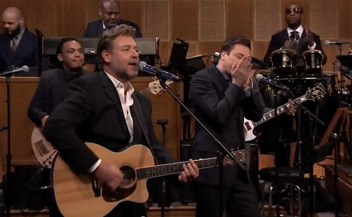 Russell Crowe Sings Johnny Cash's 'Folsom Prison Blues' With Jimmy Fallon!