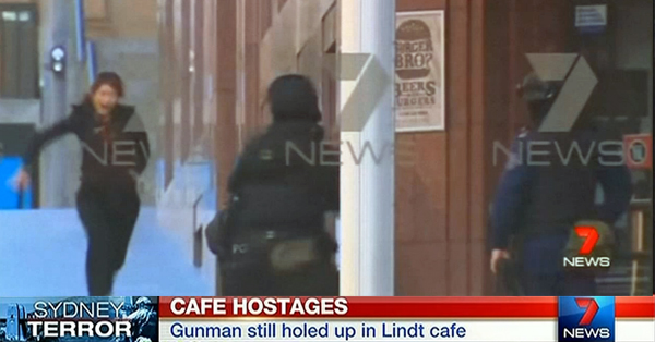 Suspected Islamist Holding Hostages At A Sydney Cafe #SydneySeige – LIVE FEED